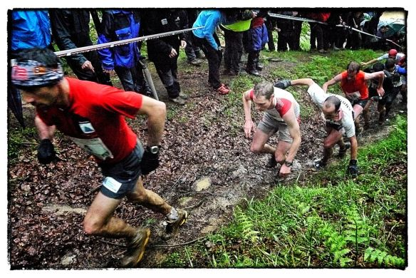 Luis A Hernando and Tom Owens in the early stages of Zegama 2012 copyright Ian Corless