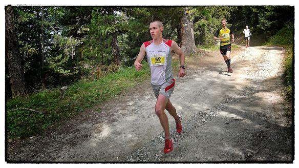 Tom Owens at Sierre Zinal being chased by Joe Symonds (Andy Symonds brother) copyright Ian Corless