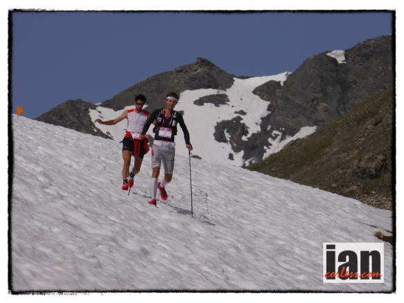 Francois D'Haene leading Kilian Jornet at Ice Trail Tarentaise